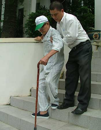 an toàn cho người cao tuổi trong sinh hoạt