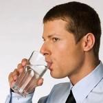 Uống nước ấm trước khi vào cuộc để dai sức