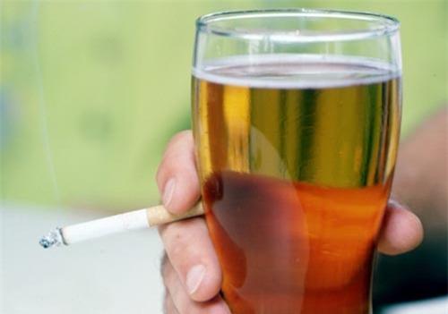 Cai thuốc và rượu giúp giảm nguy cơ mắc bệnh yếu sinh lý