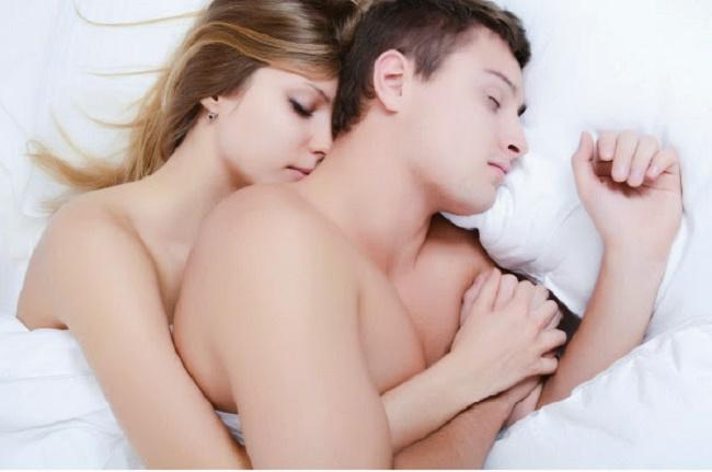 Nam giới ngủ nude